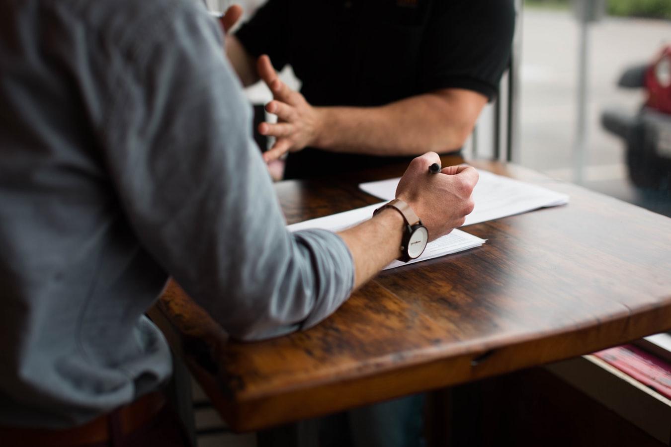 El contracte eventual podrà tenir una durada màxima de sis mesos, prorrogable una única vegada fins a un màxim de 12 mesos. Font: Unsplash. Font: Font: Unsplash.